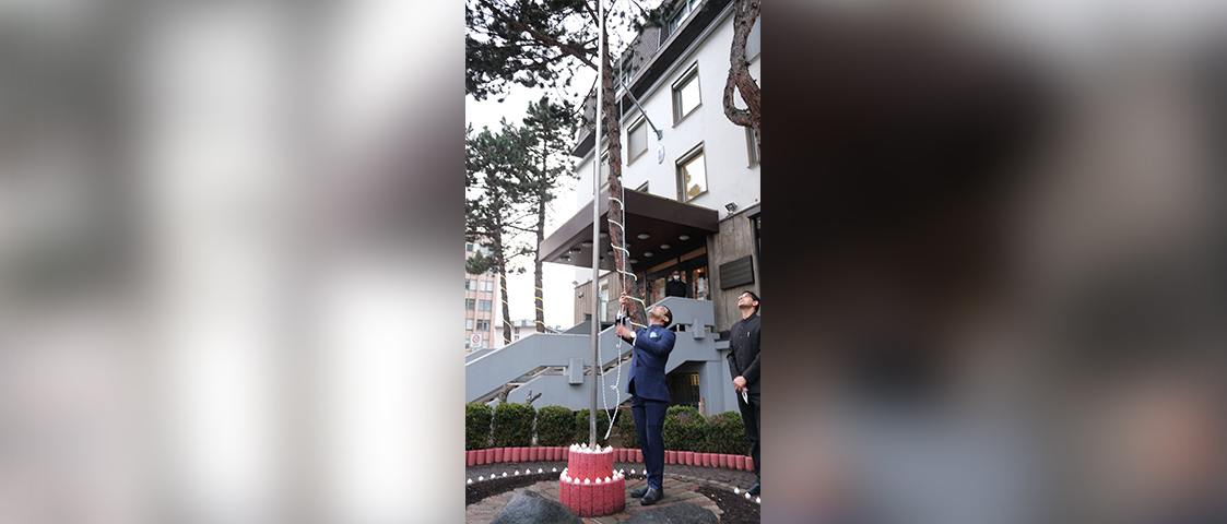Consul General Dr. Amit Telang unfurling the National Flag on the occasion of the 72nd Republic Day of India