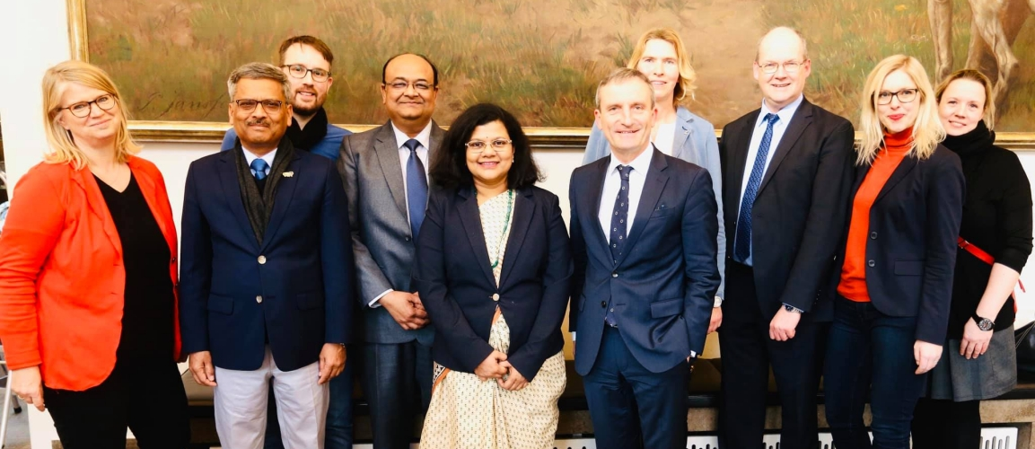 Consul General Ms. Pratibha Parkar along with Mr. Anil Agrawal, Joint Secretary, DPIIT called on Lord Mayor of Düsseldorf Mr. Thomas Geisel on 12 February 2020 while leading a 15-member Indian delegation in start-up sector to experience start up ecosystems and exchange experiences in policy making with German government dignitaries.